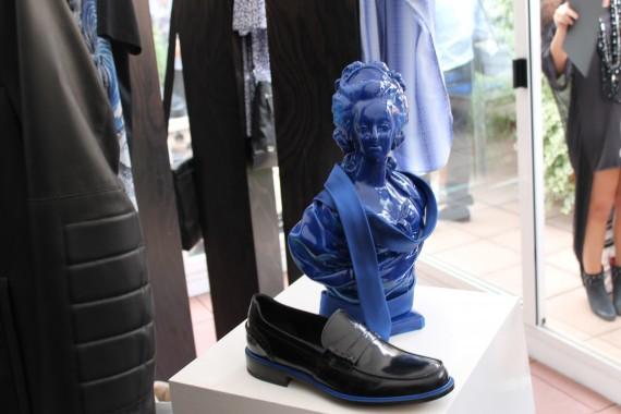 Statua in blu