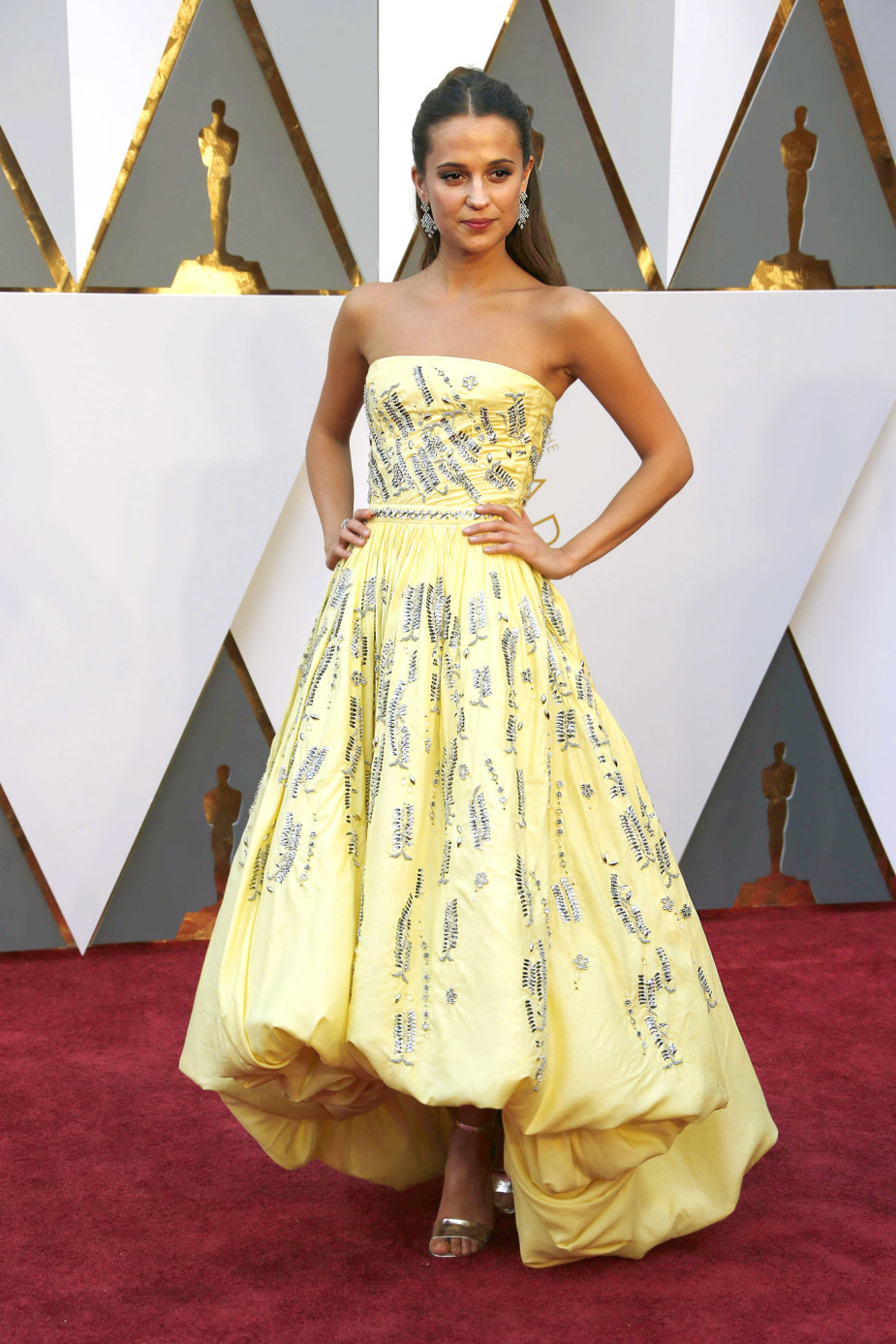 oscars-red-carpet-833-alicia-vikander-superJumbo-v3