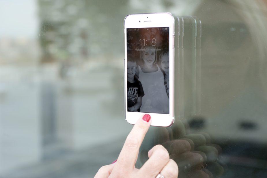 custodia iphone che si attacca